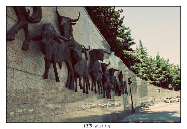Bulls on the Wall
