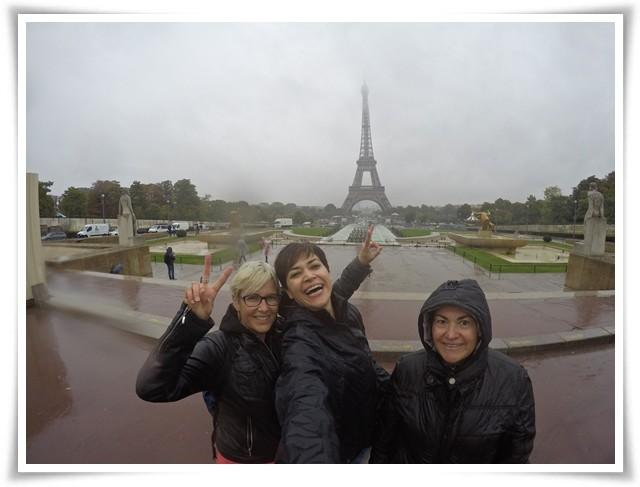 Seyahat üçlüsü Paris'te, Eiffel önünde :)